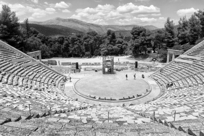 Teatro di Epidaurus, Grecia - foto di Christos Sakellaridis da Unsplash